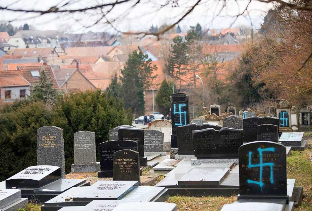 Geschändete Gräber im Elsass  | Foto: dpa