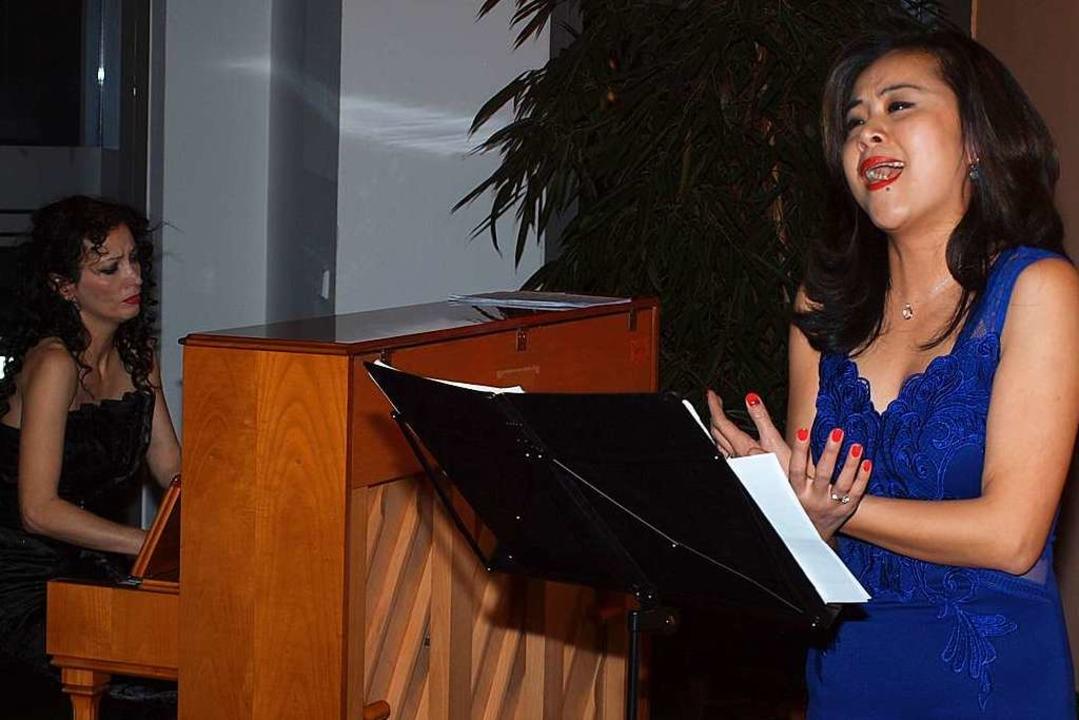 Mezzosopranistin Lea Quin Messmer begl...mazedonischen Pianistin Biljana Knab.   | Foto: Michael Haberer