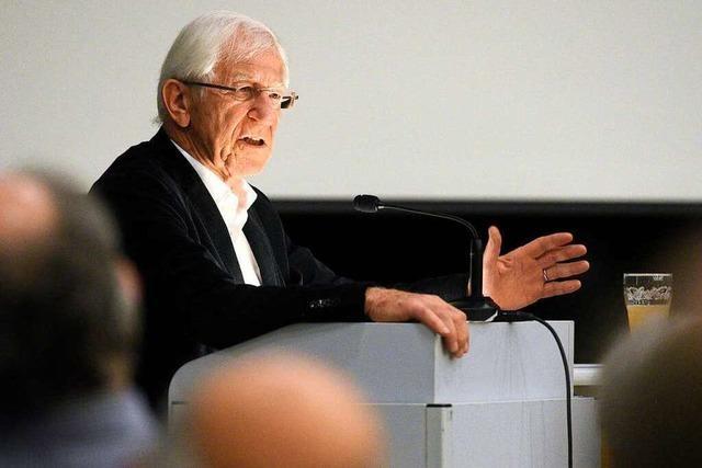 Franz Alt stärkt Dietenbach-Gegnern in Freiburg den Rücken
