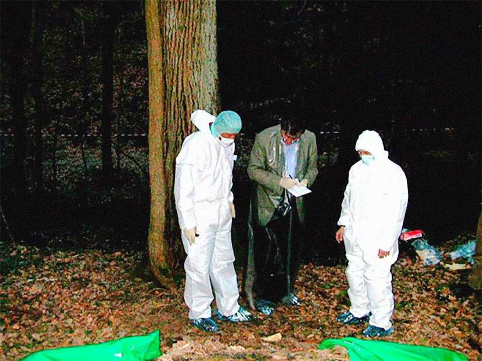 Ermittler bei der Spurensuche am Fundo... wurde Heidrun Pursche 2003 erstochen.  | Foto: Polizeipräsidium Freiburg