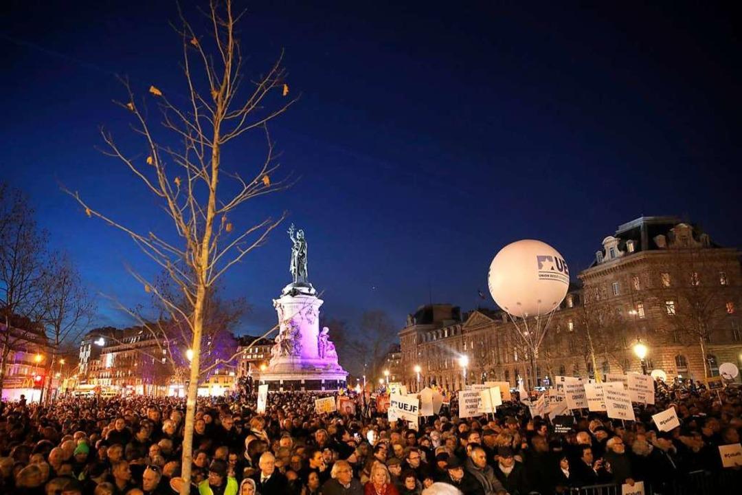 Zehntausende bei Demonstration gegen Antisemitismus in Paris    Foto: dpa
