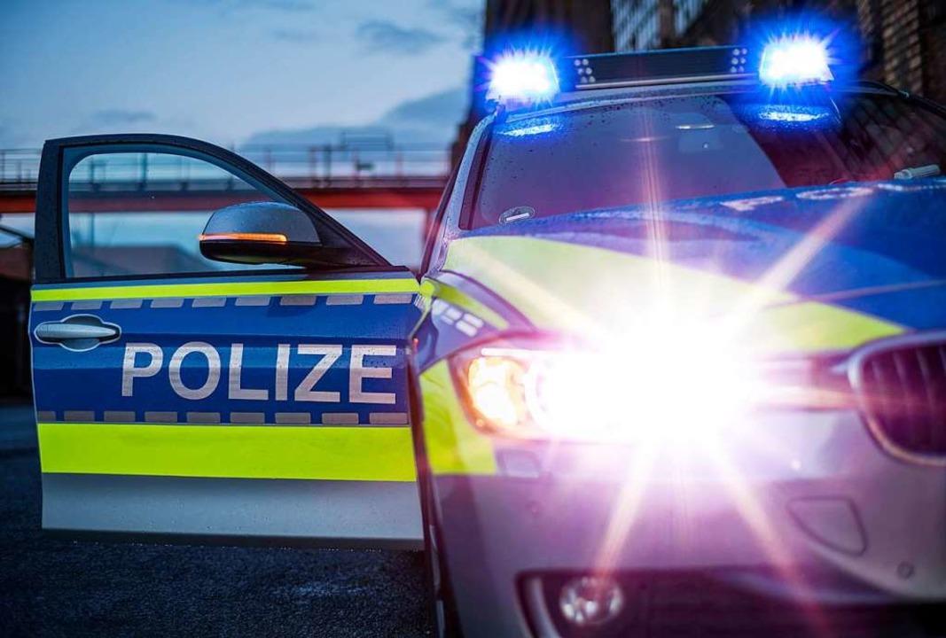 Doe Polizei hinderte den Betrunkenen am Weiterfahren und blockiert sein Auto.  | Foto: Jorg Greuel (Adobe Stock)