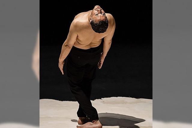 Tanzsolo des tunesisch-französischen Choreografen Radhouane El Meddeb am Theater Freiburg