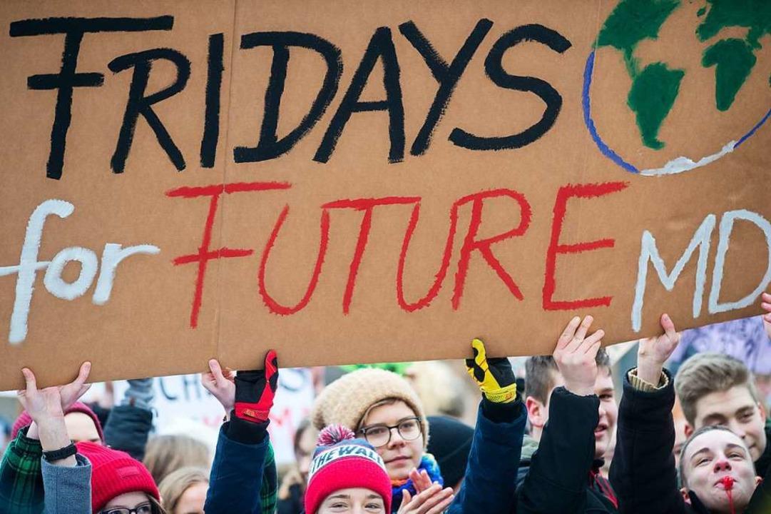 Jugendliche demonstrierten in mehreren Ländern für den Klimaschutz.  | Foto: dpa
