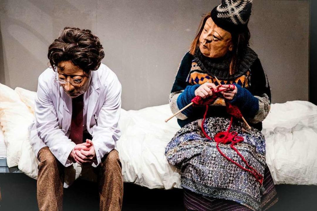 "Szenenbild aus dem Stück ""Dr. Ne...lie Flöz am Sonntag im Burghof spielt.  | Foto: Valeria Tomasulo"