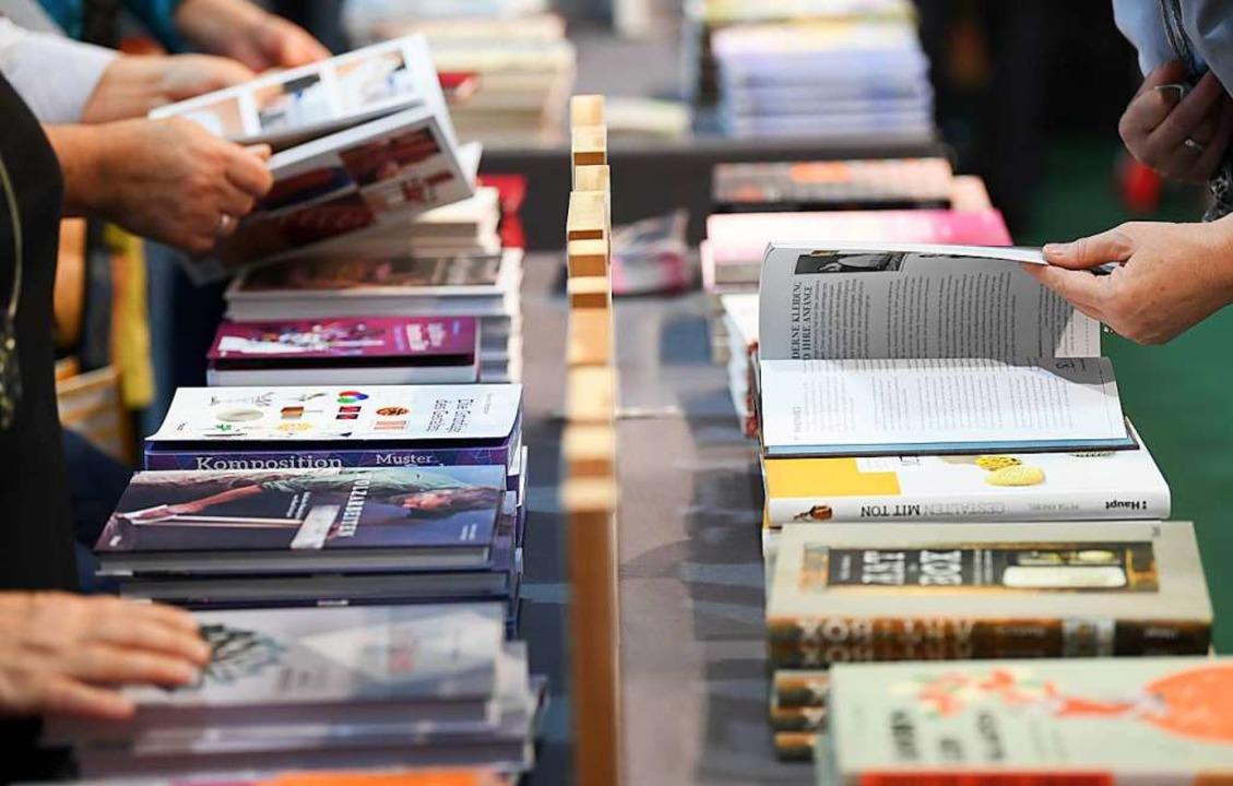 Auswahl und Schnelligkeit sind wichtig für den Kunden in der Buchhandlung  | Foto: dpa