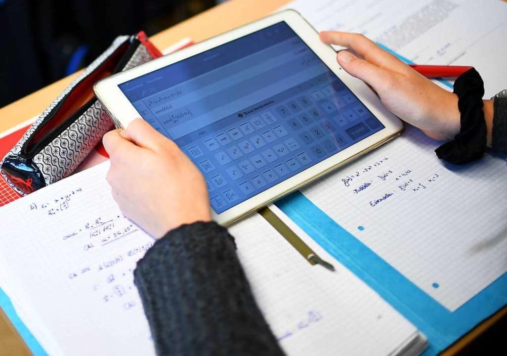Auch Tablets für Schüler sollen mit de...us dem Digitalpakt finanziert werden.   | Foto: dpa