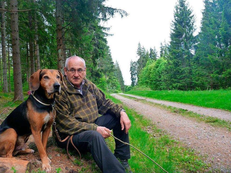 Orland Mayer mit seinem Jagdhund  | Foto: Privat