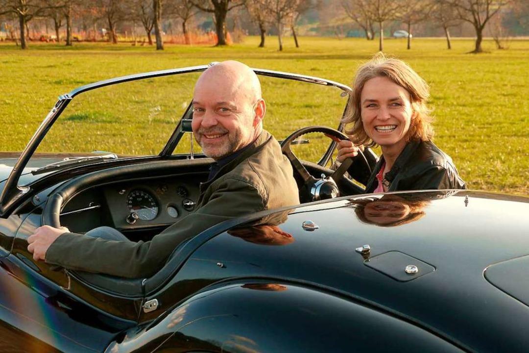Martin Waltz und seine Frau Inge bei e...it einem ihrer restaurierten Oldtimer.  | Foto: Volante