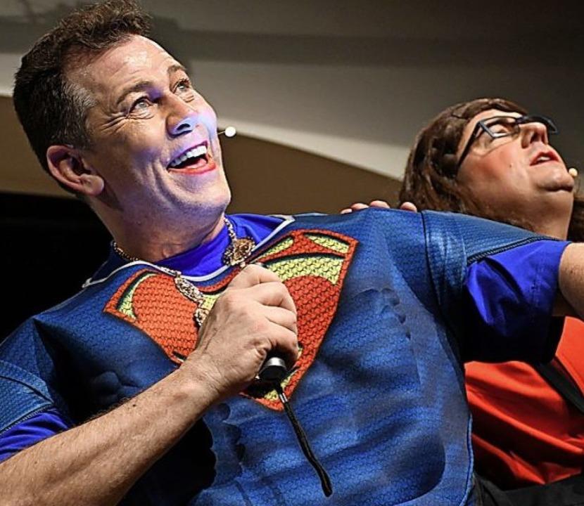 Andreas Glattacker als Supermann Lutz bei der Seniorenstadtrundfahrt  | Foto: Barbara Ruda