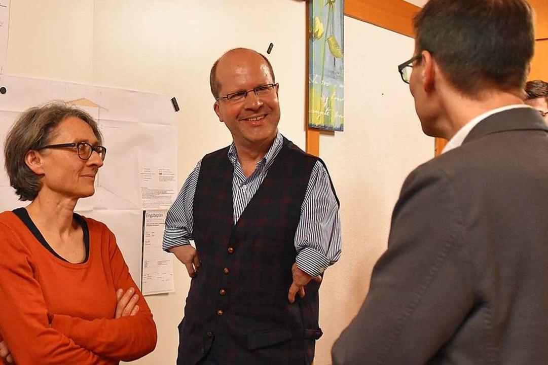 Die beiden Bürgermeisterstellvertreter...idenden Bürgermeister Markus Riesterer    Foto: Andrea Gallien