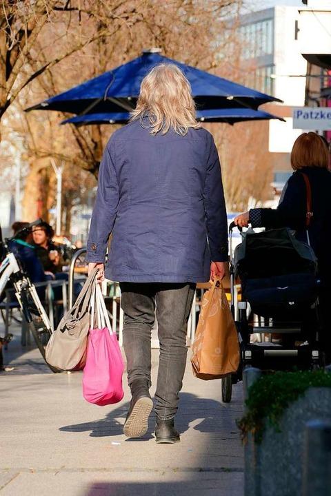 Dass die Leute trotz Onlinehandels imm...en in Shopping-Laune prägten das Bild.  | Foto: Verena Pichler