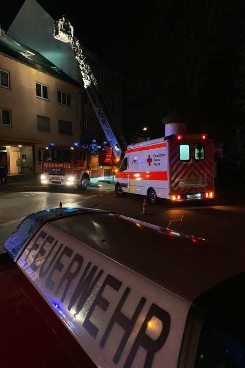 Feuerwehreinsatz in der Weingartenstra... den Rauch wurde Brandalarm ausgelöst.  | Foto: Helmut Seller