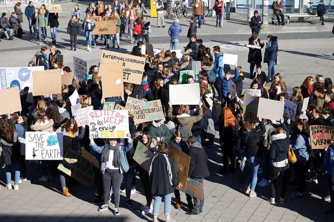 So wie in Lahr wird am Freitag auch in Lörrach demonstriert.  | Foto: Christoph Breithaupt
