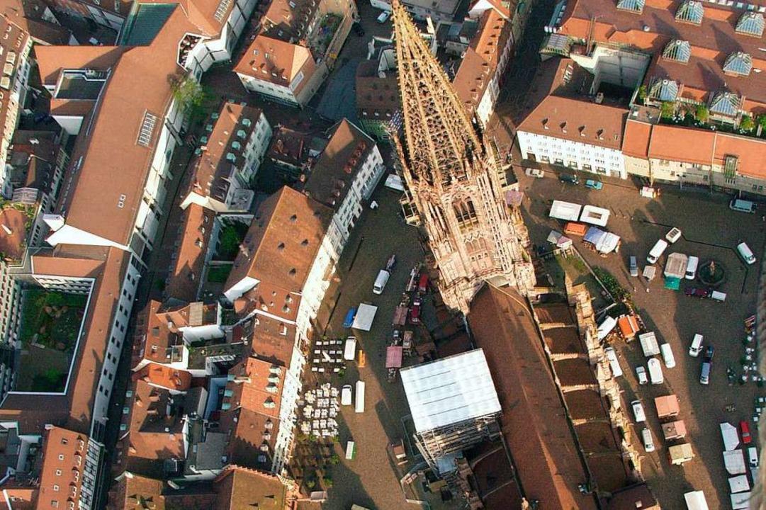 Luftaufnahme des Freiburger Münsters aus dem Jahr 2002.    Foto: brigitte sasse