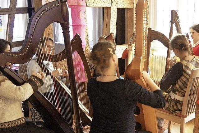 Treffen harfenspielender Menschen, auch für Zuhörer, in Hinterzarten