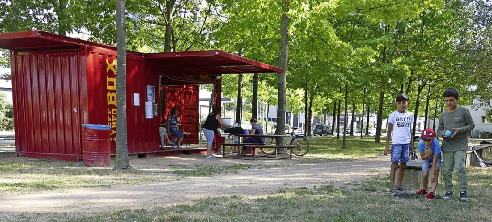 Der rote Container am Rande des Rheinp...ist Spielebox und Infopunkt zugleich.   | Foto: Senf
