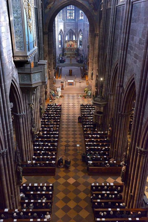 Rund 1000 Trauergäste waren ins Münster gekommen.  | Foto: Ingo Schneider