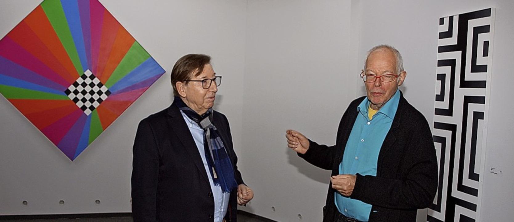 Kurator Jakob Bill (rechts) und Jürgen Messmer.  | Foto: Michael Haberer
