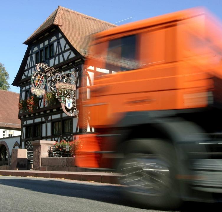 Zu viel Lärm durch Lastwagen kann auf Dauer krankmachen.   | Foto: DPA