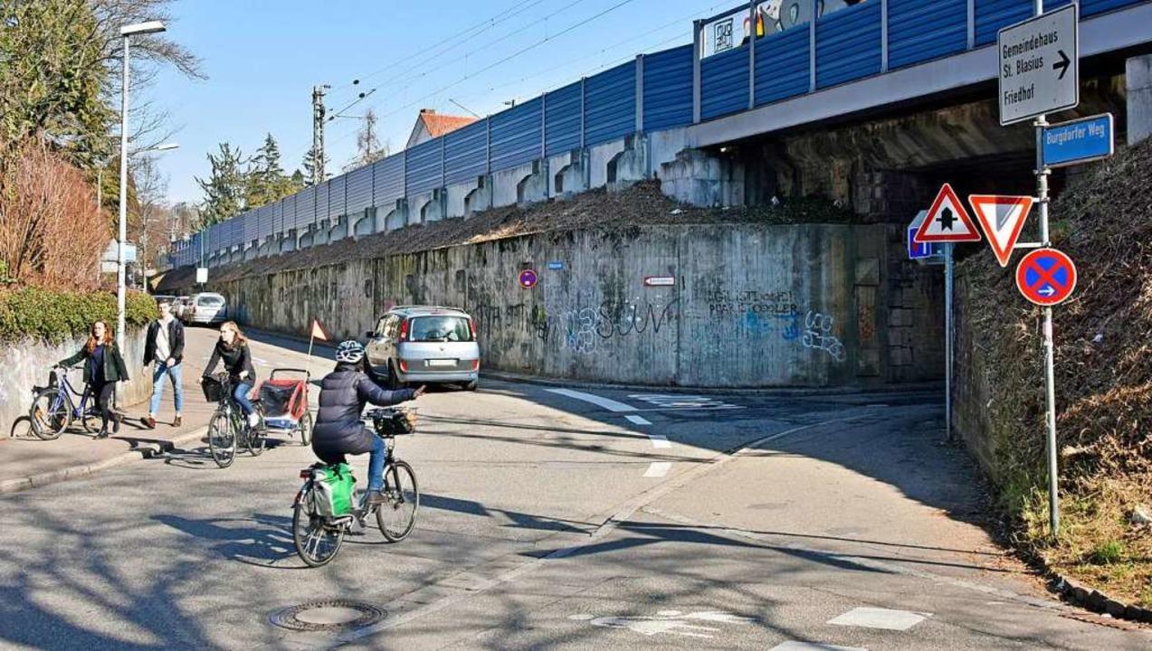An der Kreuzung von Burgdorfer Weg und...l zur Bahn verläuft die Wildtalstraße.  | Foto: Michael Bamberger