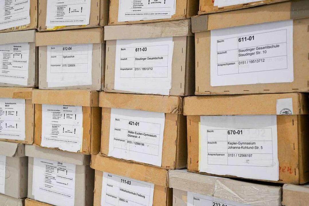 Die Kartons mit den Stimmzetteln  | Foto: Thomas Kunz
