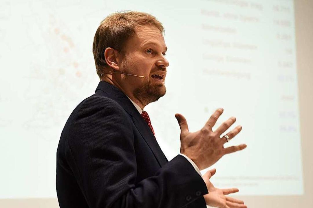 Andreas Kern vom städtischen Amt für Statistik präsentierte die Ergebnisse.  | Foto: Rita Eggstein