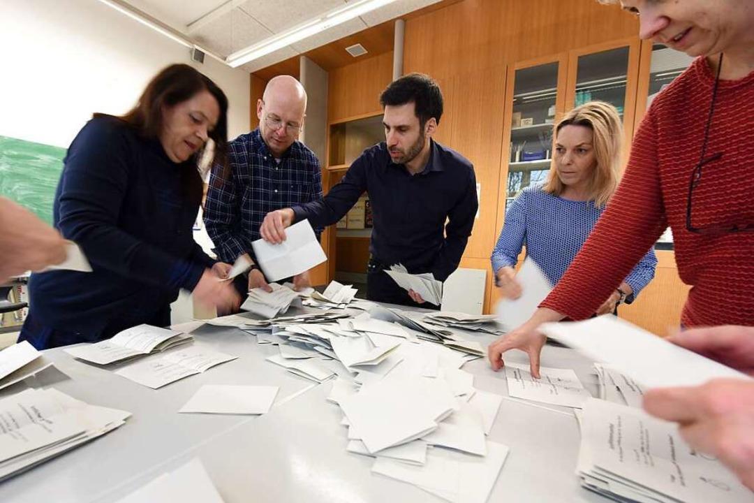 Auszählung des Bürgerentscheids in der Max-Weber-Schule  | Foto: Rita Eggstein