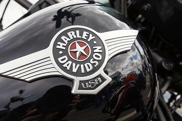 Nissan kollidiert bei Nordrach mit Harley Davidson – Biker schwer verletzt