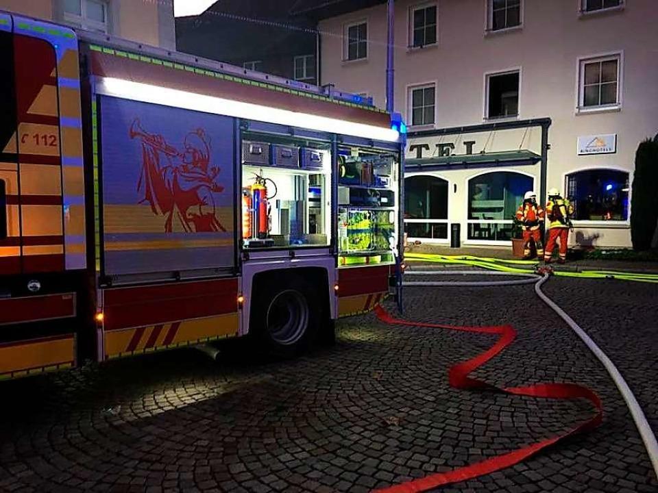 Gegen 6.30 Uhr wurde der Brand im Hote...dener Knopf in Bad Säckingen entdeckt.  | Foto: Feuerwehr Bad Säckingen