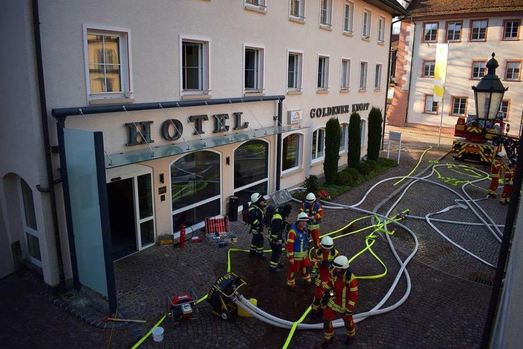 Geschafft: Die Brandbekämpfung ist zu Ende.  | Foto: MIchael Krug