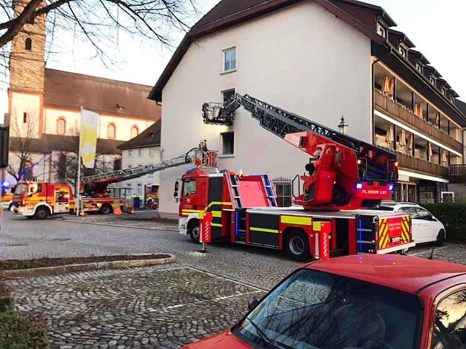 Die Feuerwehr Bad Säckingen ist am frü...sgerückt. Das Gebäude wurde evakuiert.  | Foto: Feuerwehr Bad Säckingen