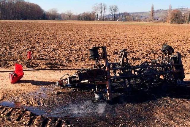 Landwirtschaftliches Gerät brennt