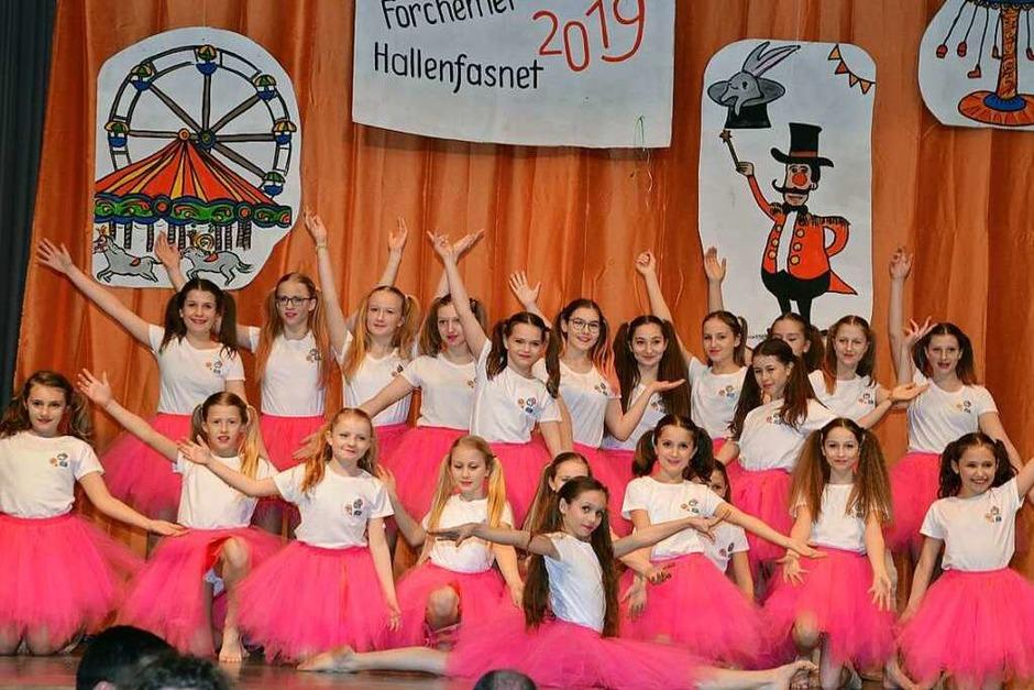 """Die 23 Mädchen von der Mini-Garde traten als """"Candygirls"""" auf. (Foto: Roland Vitt)"""