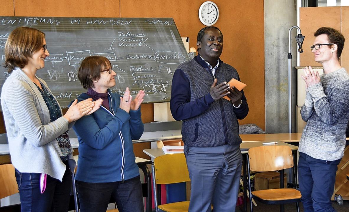 Elisabeth Walk (links) vom Arbeitskrei...iteren Lehrkräften des Schulzentrums.   | Foto: Michael Maier
