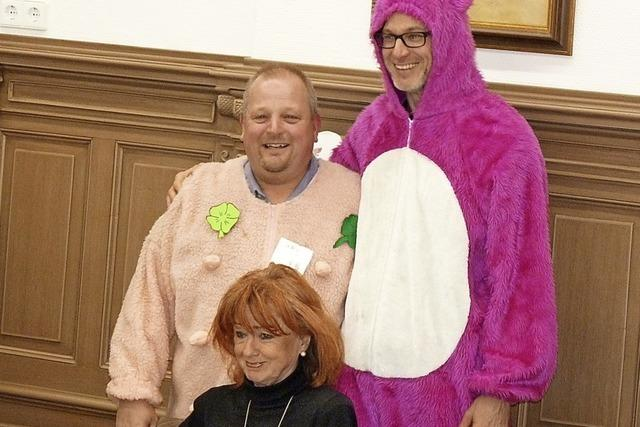 Gewitzte Hexen führen Stadträte in Schönau vor