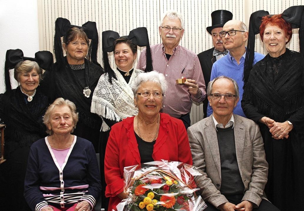 Trachtenträgerinnen gehören zu einem A...-Herzog verliehen dem Abend Tiefgang.   | Foto: Siemann