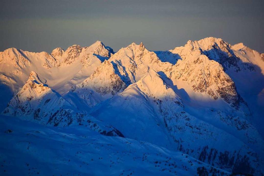 Tief verschneite Berge in milder Morge... Frühaufsteher am Hochzeiger genießen.  | Foto: Florian Wende
