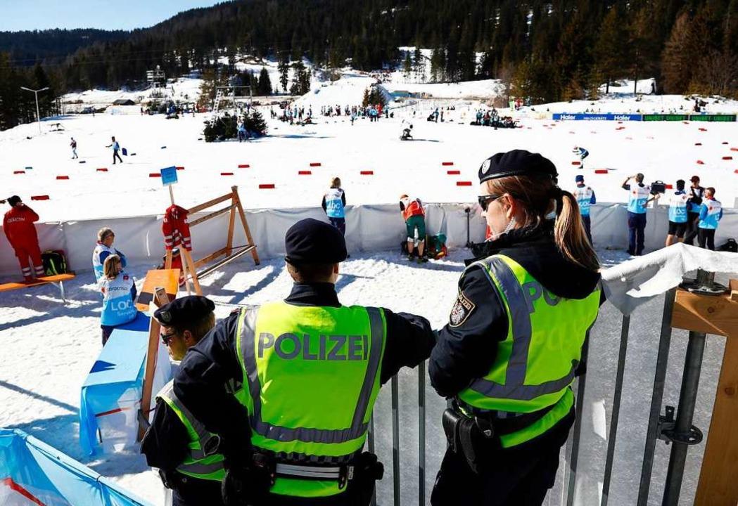 Österreichische Bundespolizisten im Zielbereich.    Foto: dpa