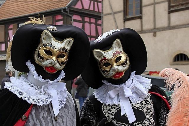 Geheimnisvolle Masken: Karneval in Rosheim (Elsass)