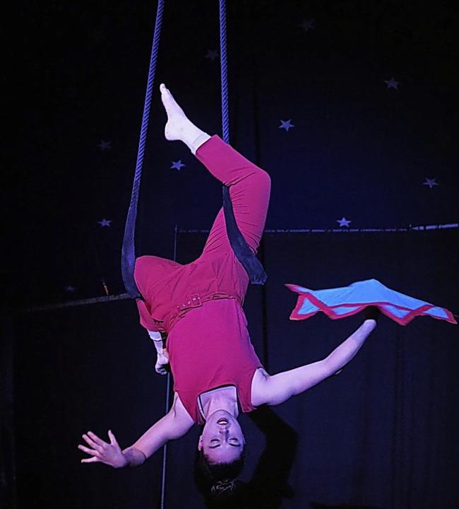 Nadja präsentierte in luftiger Höhe de... jonglierte  mit gleich fünf  Bällen.   | Foto: Geiger