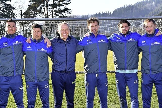Das sechsköpfige Trainerteam des SC Freiburg bleibt beisammen