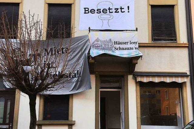 Aktivisten besetzen Haus an der Klarastraße im Freiburger Stühlinger