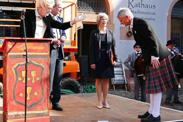 Fotos: Nach Fasnachtseröffnung in Staufen darf Michael Benitz den Brexit retten