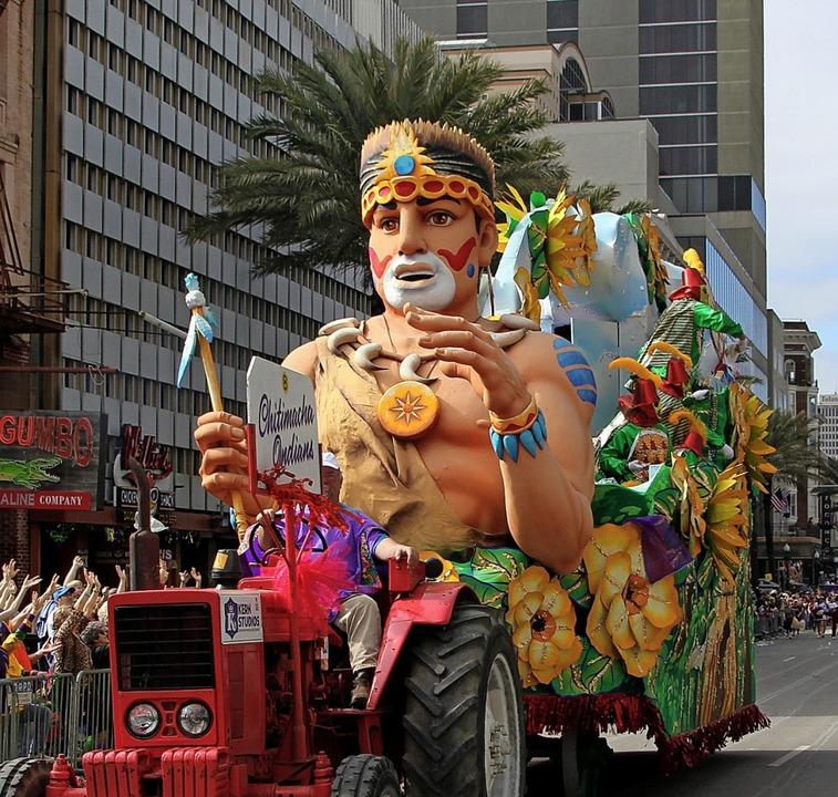 Aufwändig gestaltet: einer der großen Karnevalswagen  | Foto: dpa