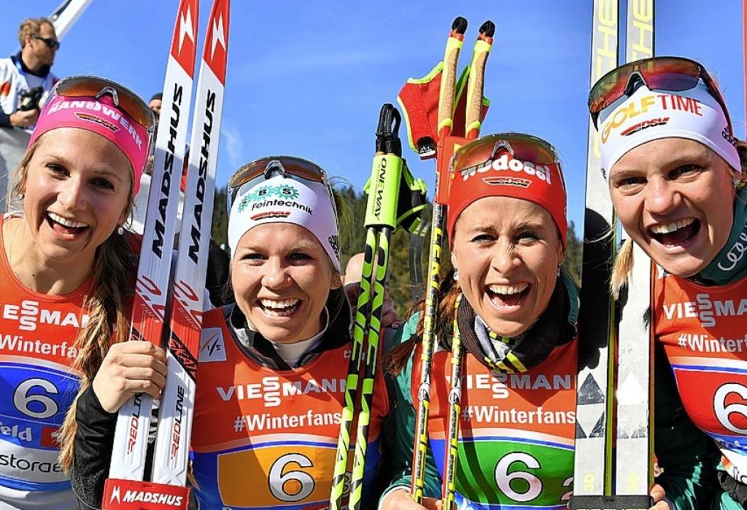Haben gut lachen: Laura Gimmler, Sandr... (von links) nach Rang vier in Seefeld  | Foto: dpa