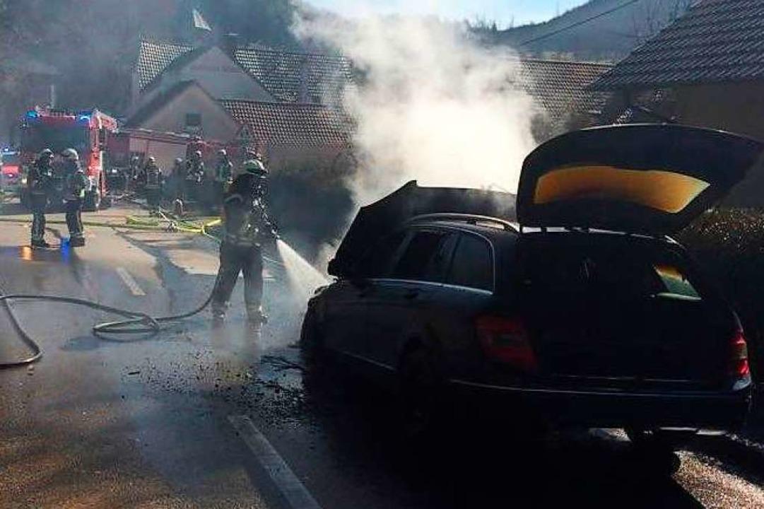 Der Kombi brannte aus  | Foto: Lenke