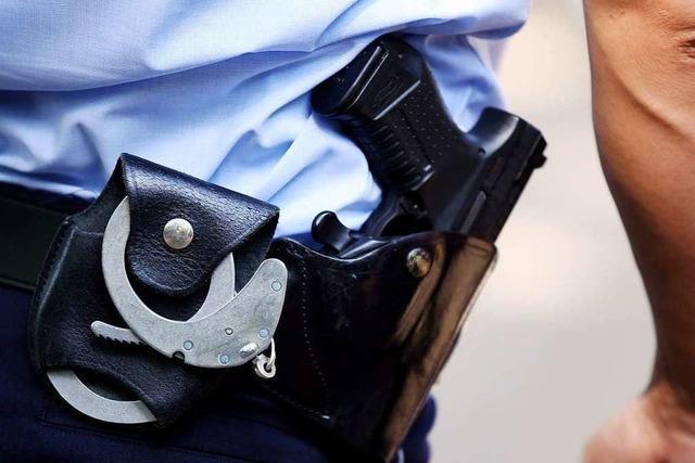 Betrunkener beim Hemdglunki in Zell versucht Polizistin zu beißen