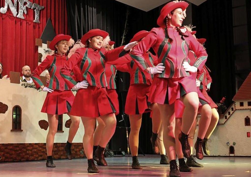 Mitreißende Tänze gab's auch in der Halle.     Foto: Christoph Breithaupt