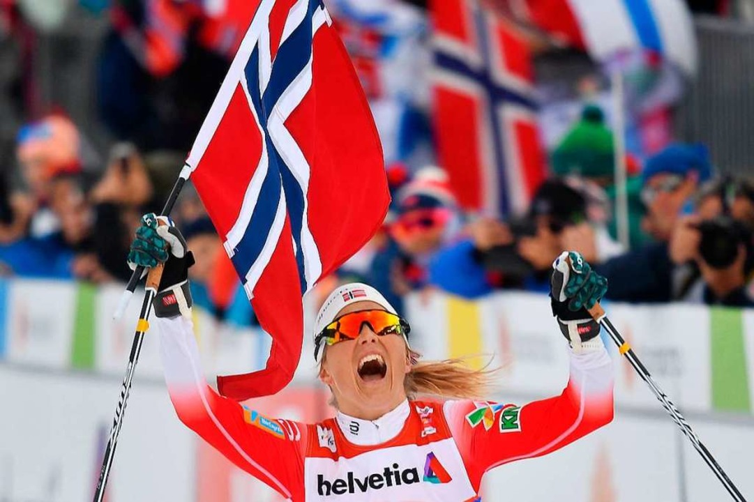 Therese Johaug nach ihrem Sieg im 30-Kilometer-Rennen.  | Foto: AFP